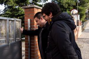 Esquerra entrega a la caserna de Berga una moció que proposa fer fora de la ciutat la Guàrdia Civil