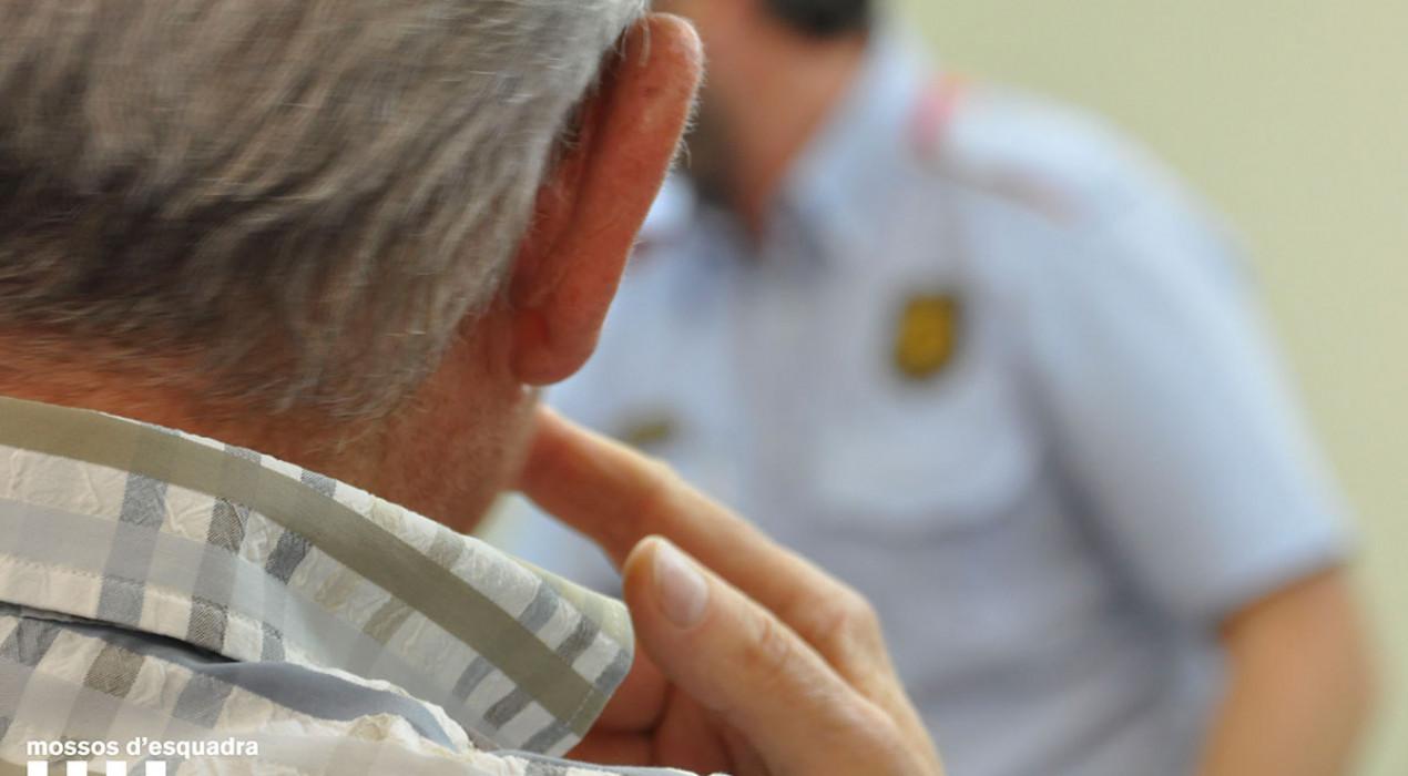 Els Mossos detenen un jove de Berga per estafar avis i robar-los més de 50.000 euros