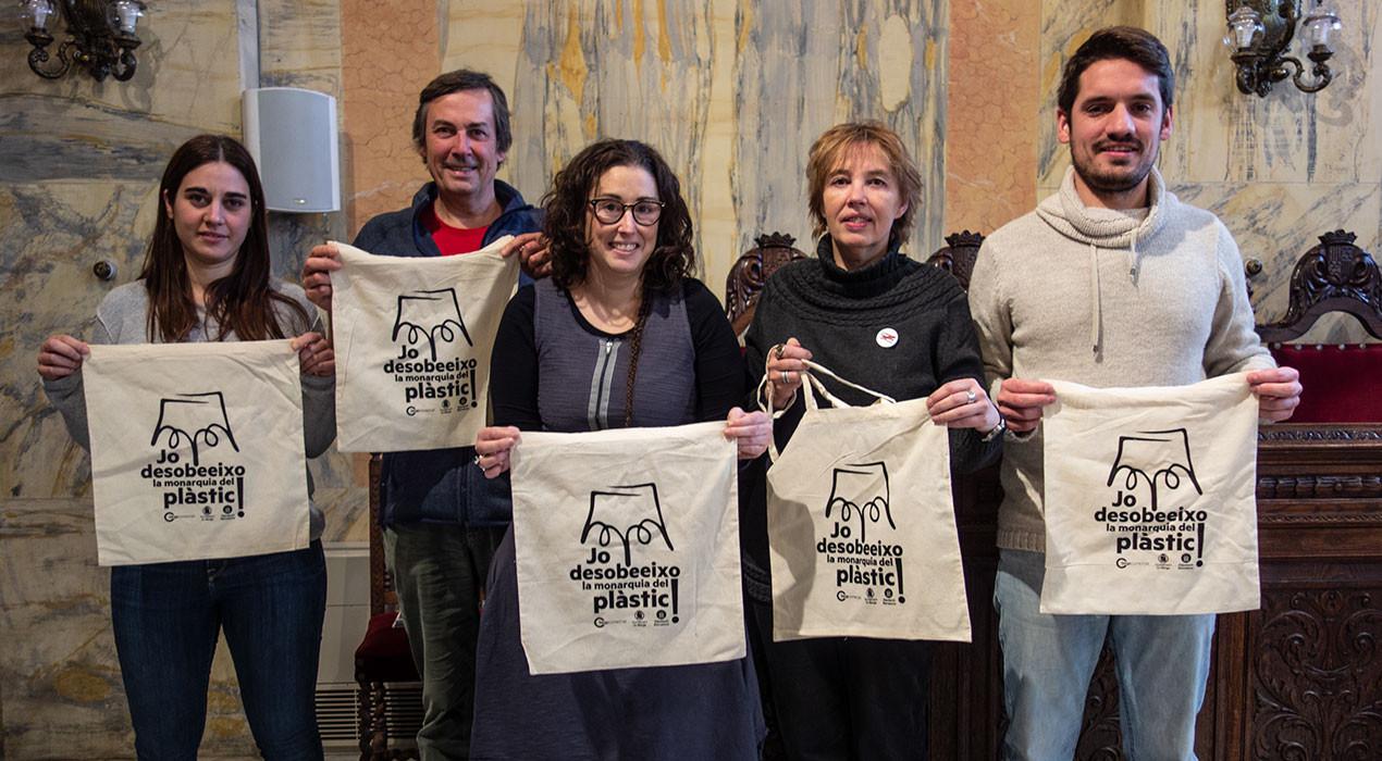 Berga Comercial es compromet a fer que les 140 botigues adherides no donin bosses de plàstic el 2021