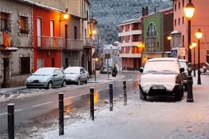 La neu sorprèn l'Alt Berguedà de matinada i obliga a suspendre el porta a porta