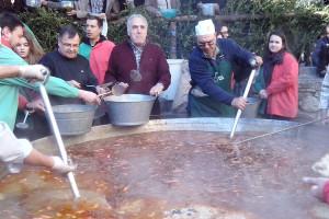 Arriba la Festa de l'Arròs de Bagà: 250 quilos d'arròs, 20 pollastres i una paella de gairebé 3 metres de diàmetre