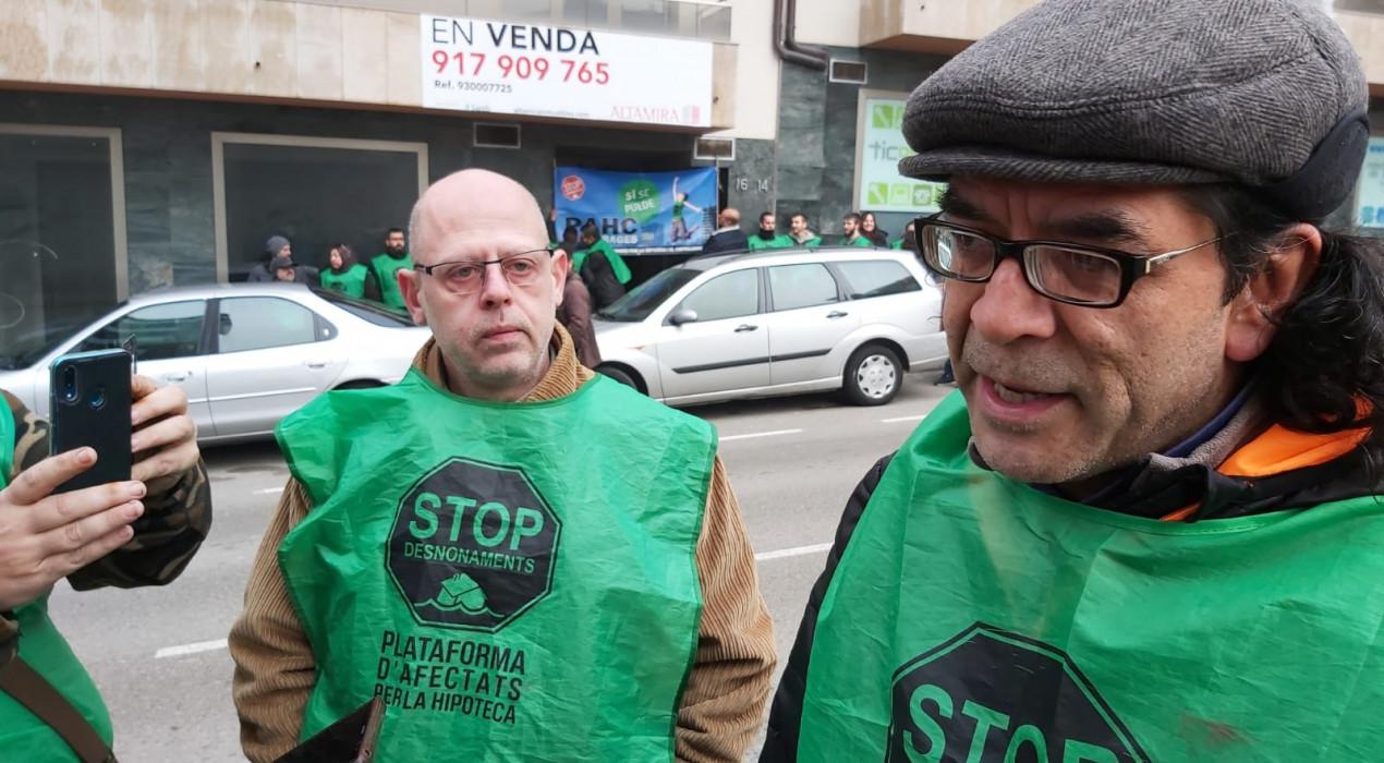Aturen el desnonament al carrer Pere III de Berga