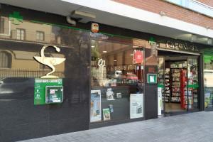 Quatre farmàcies de Berga instal·len més desfibril·ladors a peu de carrer