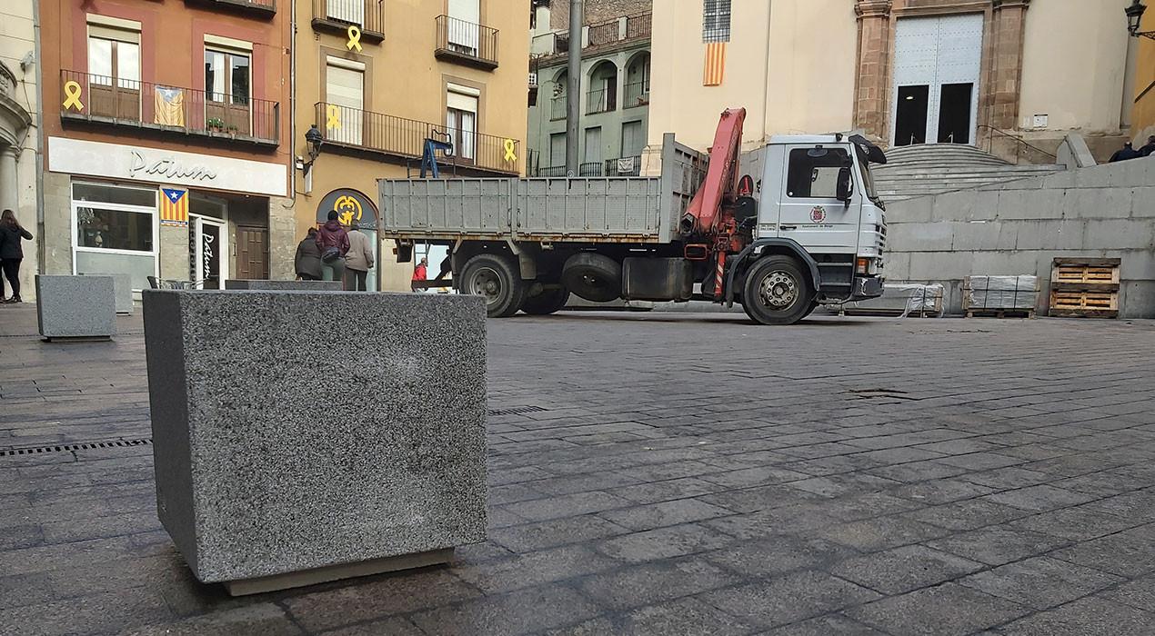 La plaça de Sant Pere de Berga diu adeu als aparcaments
