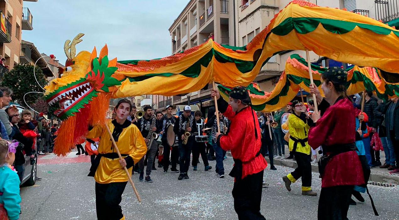 Carnaval per la porta gran a Gironella: més de 500 persones i 21 carrosses i comparses implicades