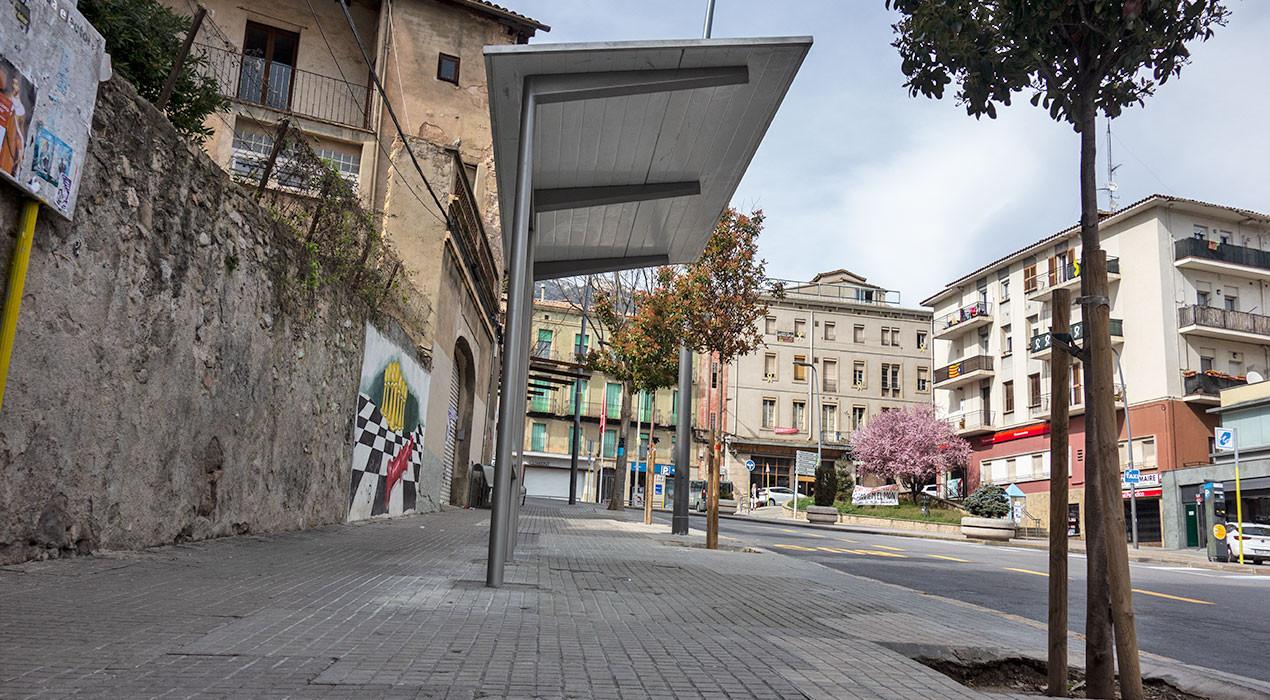Els usuaris del bus tornen a tenir un lloc on aixoplugar-se a Berga, cinc anys després