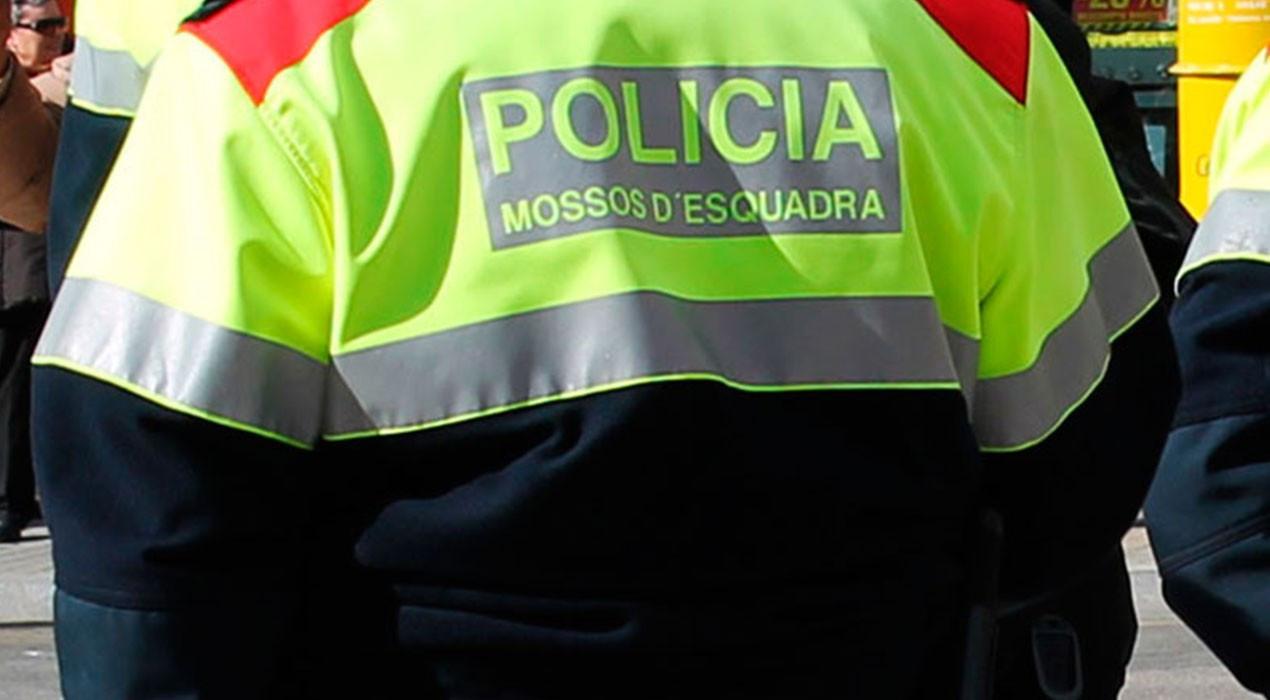 Els Mossos denuncien un home per beure davant un bar tancat a Berga i negar-se a confinar-se