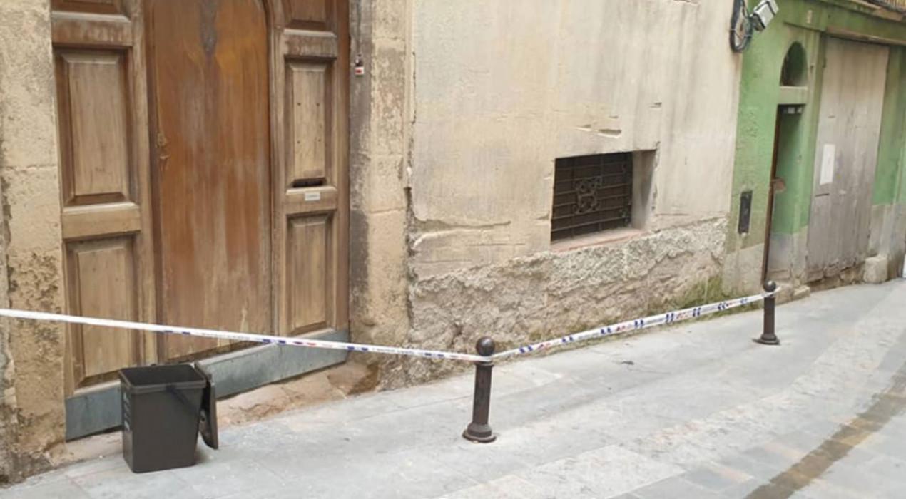 Evacuada una veïna del carrer Buxadé de Berga per l'ensorrament d'una de les parets principals de casa seva