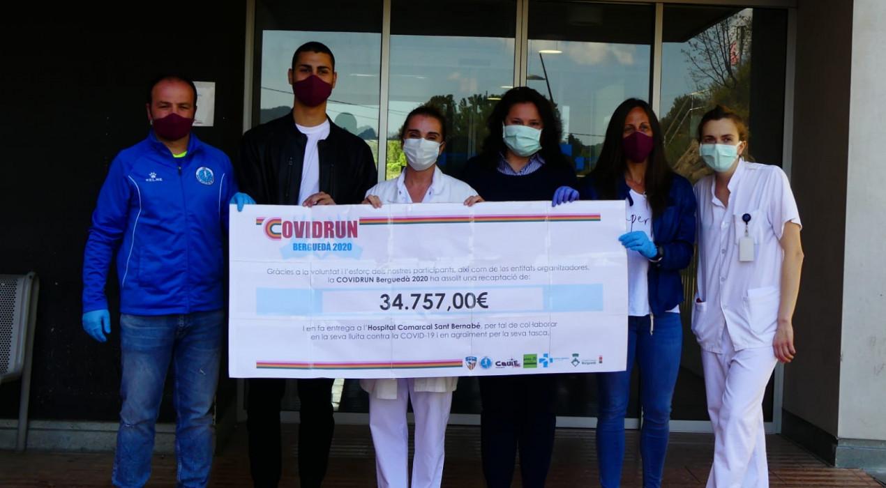 La CovidRun-Berguedà entrega el xec al personal de l'hospital: gairebé 35.000 euros recaptats des de casa