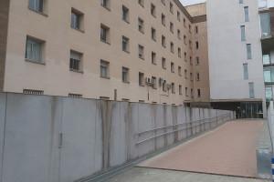 Tanquen l'accés nord de l'Hospital Sant Bernabé