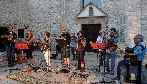 VERMUT MUSICAL: Berguedana de folklore total @ Monestir Sant Llorenç (GUARDIOLA DE BERGUEDÀ)
