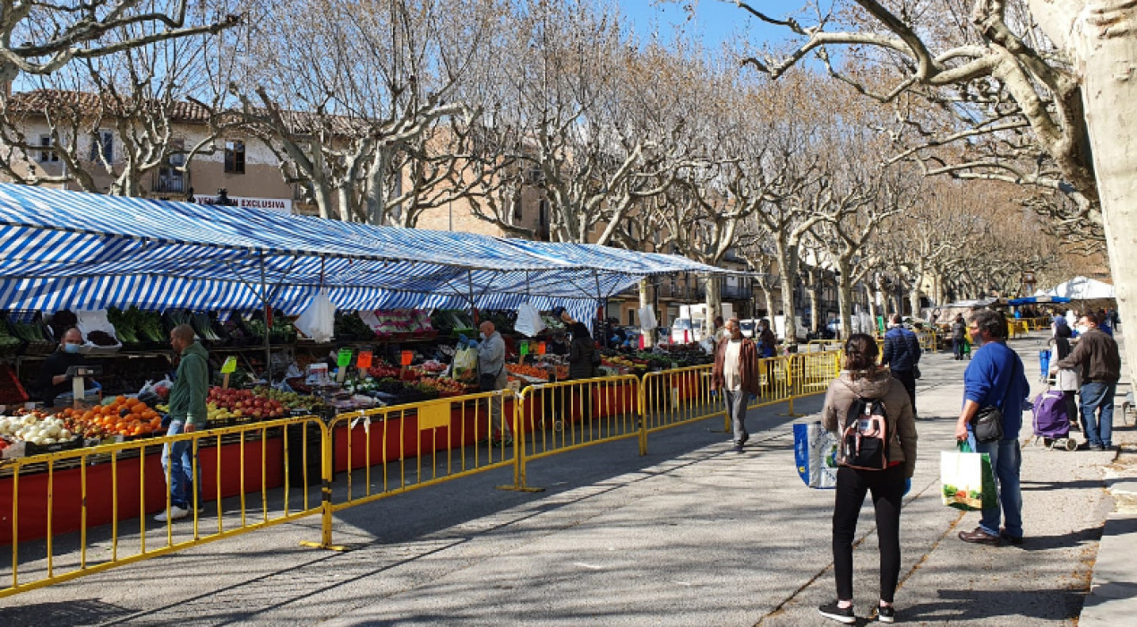 El muntatge del mercat del Vall començarà una hora més tard per respectar el descans dels veïns