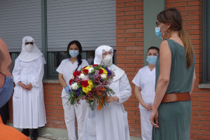L'alcaldessa i els caps de colla de la Patum entreguen els rams de la festa a les residències i a Queralt