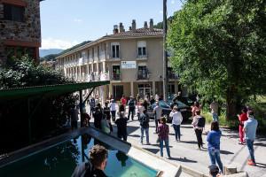 Els veïns de Bagà ovacionen el personal de la residència en un acte a les portes del centre