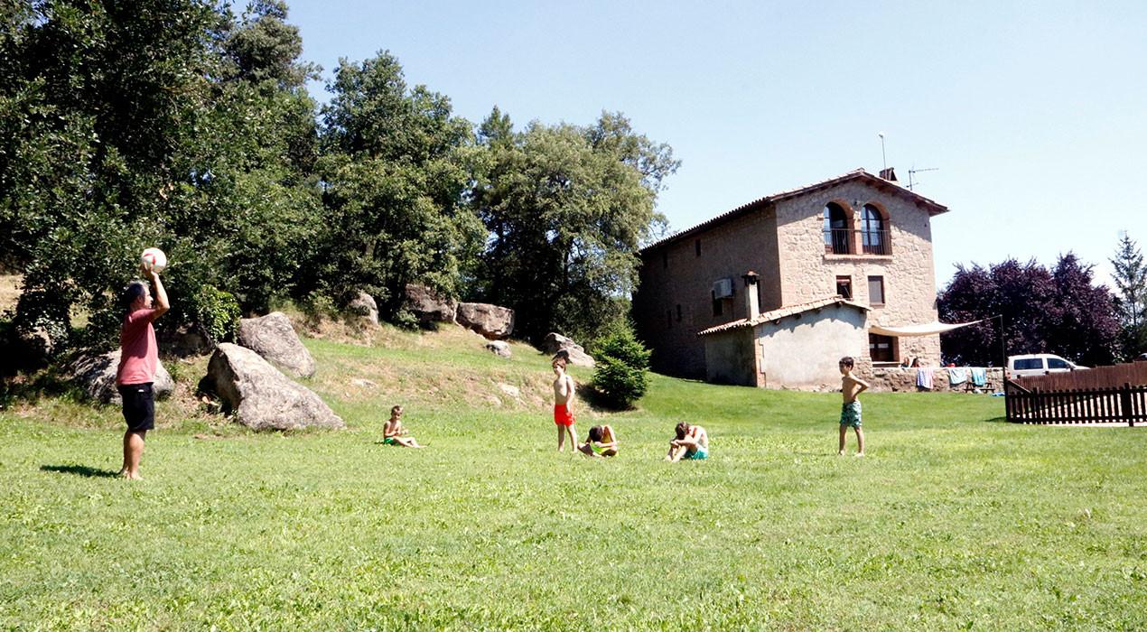 El client de proximitat salva el turisme rural: l'ocupació a l'agost al Berguedà ja ronda el 80%
