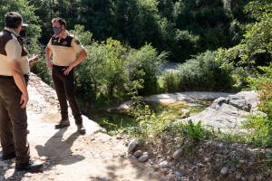 El primer estiu sense bany a la Riera de Merlès acaba amb més de 350 sancions dels vigilants contractats