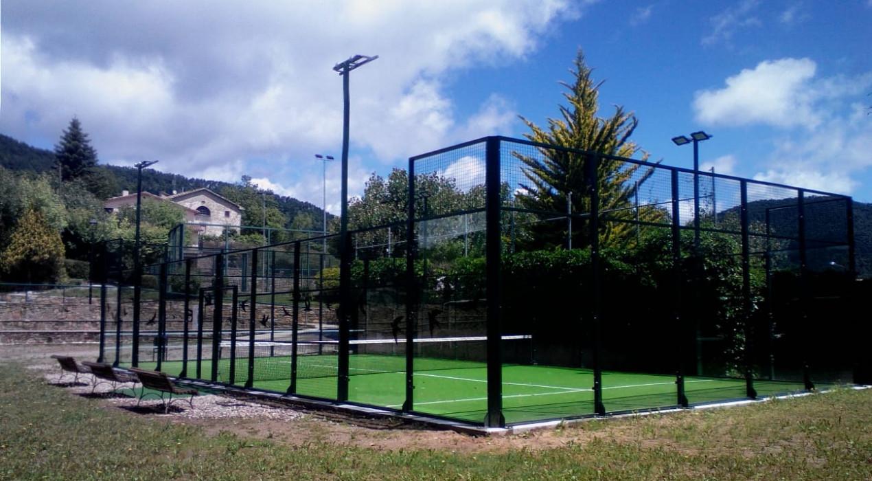 Borredà amplia la zona esportiva amb una pista de pàdel