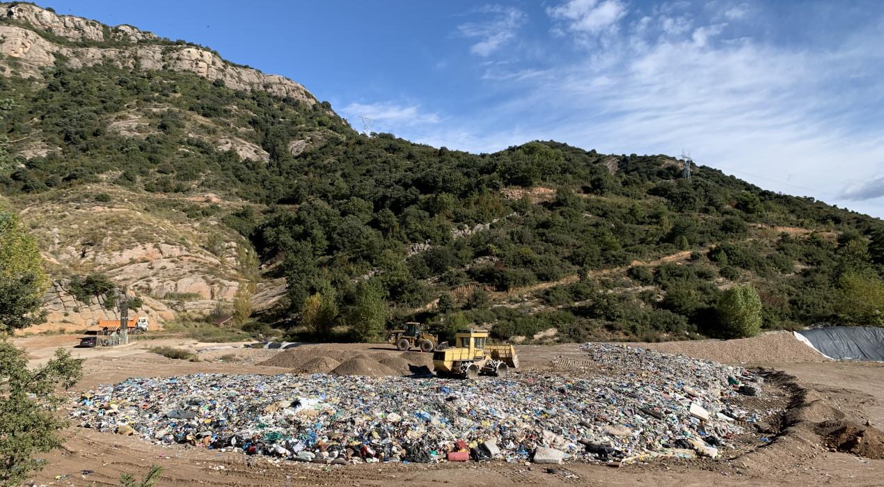 Dirigents municipals demanen que s'estudiï una gestió pública de l'abocador del Berguedà