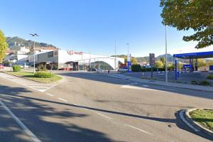 Dos detinguts per robar una bossa de mà de dins un cotxe a Berga mentre els propietaris estaven distrets