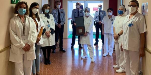 mossos-hospital-placa-caminada