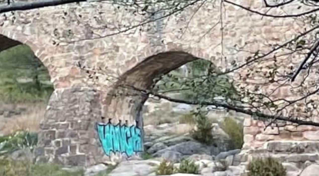 L'Ajuntament de Cercs denuncia un grafiti al pont de Pedret