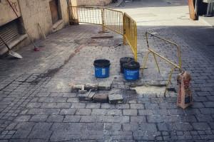 Berga comença a substituir les rajoles deteriorades entre la plaça de les Fonts i el carrer Balmes