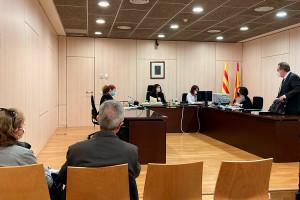 L'exalcaldessa de la Quar acusada de prevaricació assegura que desconeixia que les llicències atorgades fossin il·legals