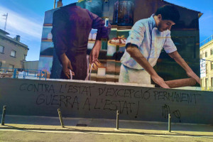 Tornen a fer una pintada al mur de la Ronda Moreta que aquesta setmana s'havia netejat per estrenar el nou mural