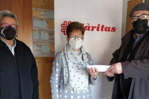 L'associació de veïns del Tossalet de les Forques de Berga entrega a Càritas la meitat dels donatius de la Loteria del Nen