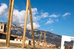 Avià instal·la al parc de la Torreta la tirolina que els infants van demanar al pressupost participatiu