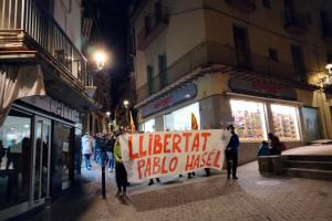 El nom de Hasél ressona als carrers de Berga i el seu empresonament provoca una nova pintada a la seu del PSC