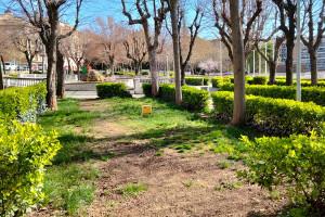 Tres jardiners de la brigada per mantenir el verd urbà de tot Berga