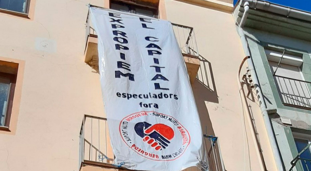 La Xarxa de Suport Mutu ocupa un edifici, propietat del banc, al carrer Mossèn Huch de Berga
