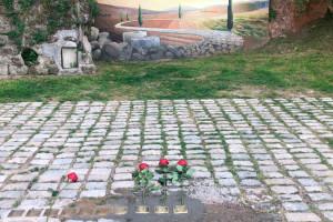 Gironella col·loca tres noves llambordes en record als deportats a camps de concentració nazis