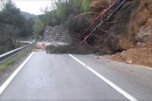 Una esllavissada important talla la carretera de Berga a Vilada i obliga els cotxes a voltar per la Nou