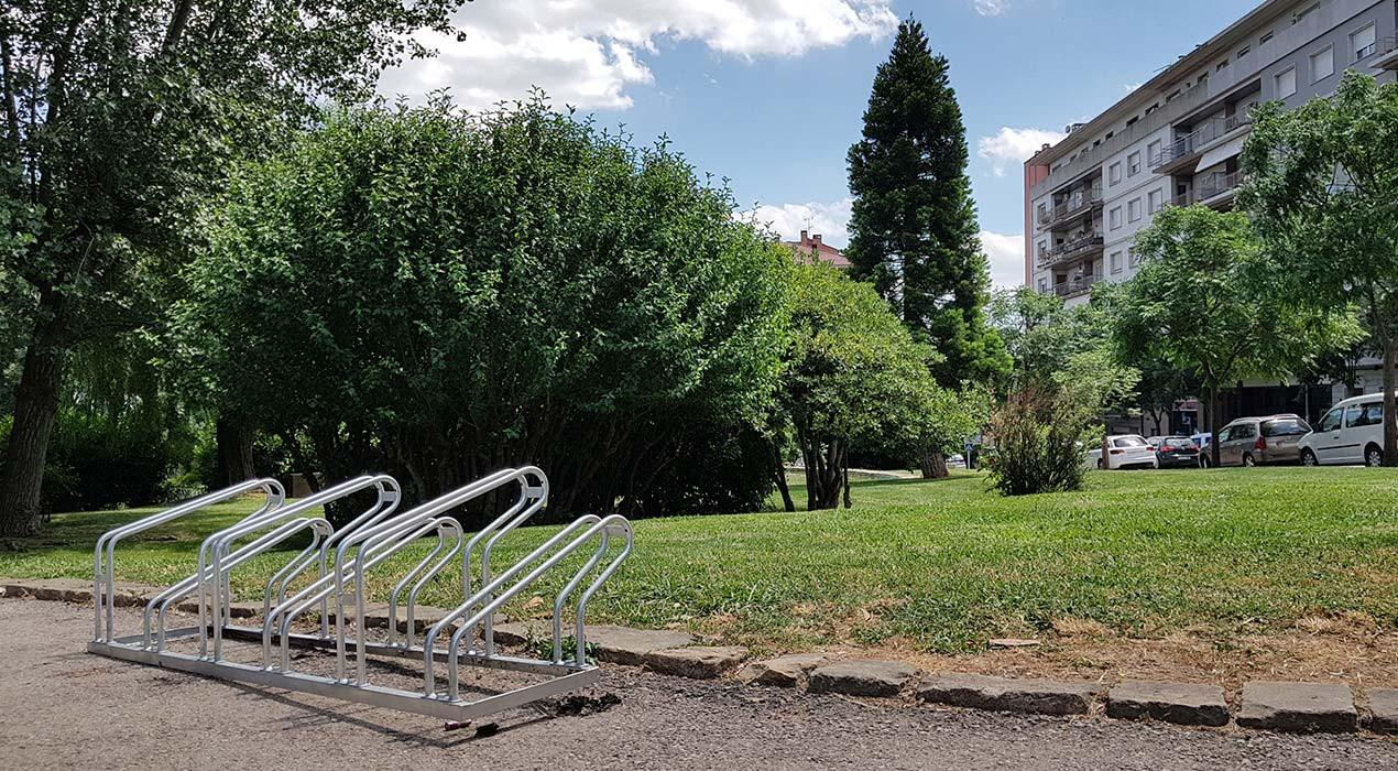 Les bicicletes podran aparcar millor a Berga, però tenen els mateixos problemes de mobilitat que fa deu anys